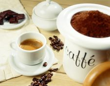 Free Freshly Ground Coffee Beans Royalty Free Stock Image - 28759536