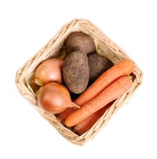 Free Basket With Vegetables Royalty Free Stock Images - 28761909