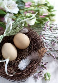 Free Easter Basket With Easter Eggs Stock Image - 28770301