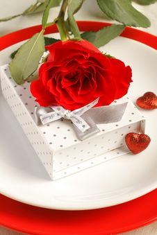 Free Place Setting With Rose And Gift Box Stock Image - 28785181