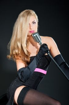 Free Portrait Of A Beautiful Blonde Woman In Black Dress And Gloves With A Retro Microphone Royalty Free Stock Photography - 28786377