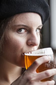 Free Young Woman Drinking Inda Pale Ale Royalty Free Stock Photography - 28794477