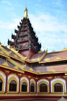 Free Wooden Temple In Myanmar Royalty Free Stock Images - 28796939