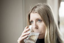 Free Young Woman Drinking Water Royalty Free Stock Images - 28799299