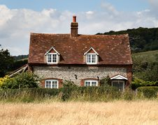 Free Brick And Flint Cottage Royalty Free Stock Image - 2882796