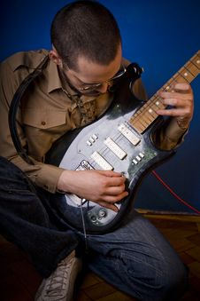 Rocker Tuning Guitar Royalty Free Stock Photography
