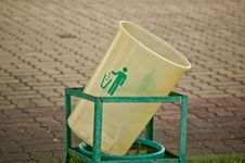 Free Bin In The Park Royalty Free Stock Image - 28804046