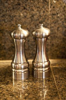 Free Salt And Pepper Shakers Stock Image - 28813321