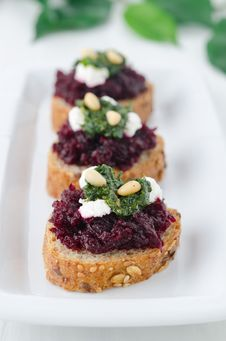 Free Beet Salad With Pesto And Goat Cheese On Toasted Grain Breads Royalty Free Stock Photo - 28818315