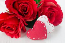Free Canvas Handmade Hearts And Red Roses For Valentines Day Royalty Free Stock Photos - 28818328