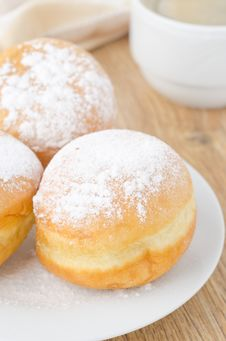 Free Sweet Donuts Dusted With Icing Sugar Closeup Royalty Free Stock Images - 28818359