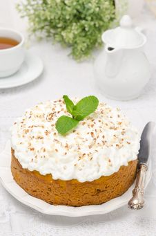Free Pumpkin Cake With Cream And Mint Royalty Free Stock Photos - 28818398