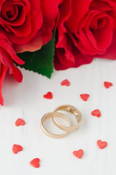 Free Red Roses, Rings And Sugar Hearts For Valentine S Day Royalty Free Stock Photos - 28818418