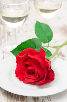 Free Rose And Glasses Of Wine On Valentine S Day Royalty Free Stock Photos - 28818428