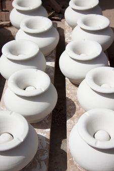 Free White Clay Ashtrays Stock Photography - 28830422