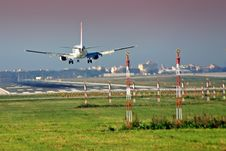 Free Aircraft Landing Stock Photos - 28833973