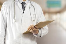 Free Doctor With A Folder Stock Photography - 28837352
