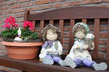 Free Couple Of Dolls Royalty Free Stock Photography - 28840787