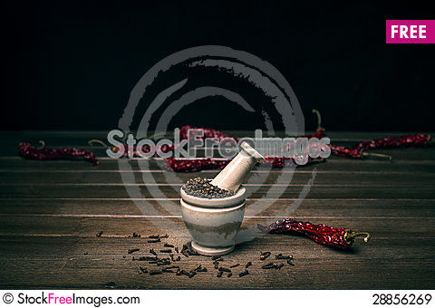 Free Marble Mortar With Spices Black Pepper, Carnation And Red Hot Pepper Royalty Free Stock Images - 28856269