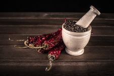 Free Marble Mortar With Spices Black Pepper And Red Hot Pepper Stock Photography - 28855842