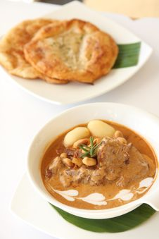 Free Thai Food, Beef Massaman Curry With Roti Stock Image - 28859051