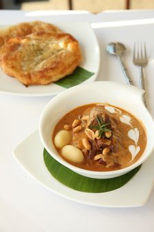 Free Thai Food, Beef Massaman Curry With Roti Royalty Free Stock Photos - 28859068