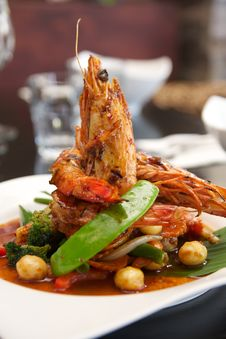 Free Thai Stir Fried With King Prawn. Royalty Free Stock Photo - 28859625