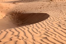 Free Sand Dunes On Sunset. Pattern Royalty Free Stock Image - 28871126