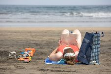 Free Beach Reading Stock Images - 2892594