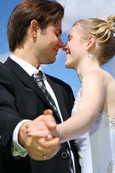 Free Bride Looks At The Fiance Royalty Free Stock Photo - 2896075