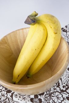 Free Bunch Of Bananas Royalty Free Stock Image - 28913666