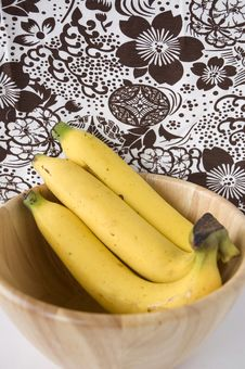 Free Ripe Banana In Bowl Royalty Free Stock Images - 28913899