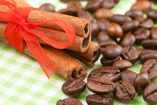 Free Cinnamon Sticks And Coffee Beans Royalty Free Stock Photo - 28914195