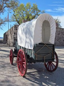 Free Covered Wagon Royalty Free Stock Image - 28921086