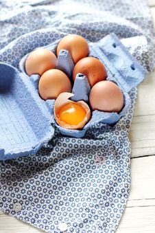 Free Box With Eggs Royalty Free Stock Photography - 28928907