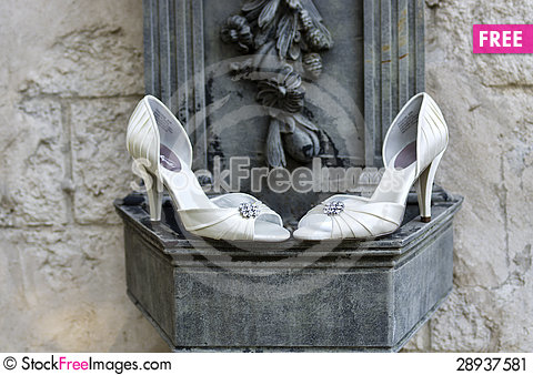 Free Wedding Shoes With Stone Wall & Sculpture Stock Image - 28937581