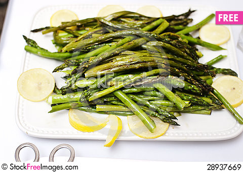 Free Grilled Asparagus With Lemon Wedges Royalty Free Stock Images - 28937669