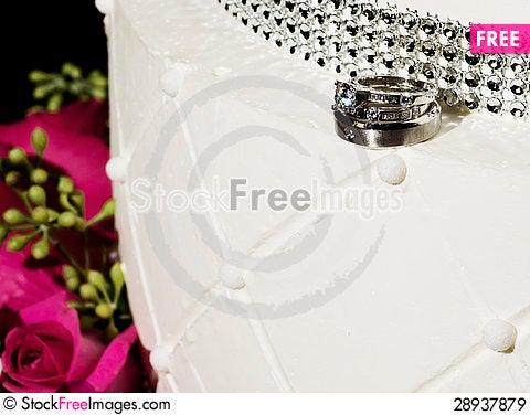 Free Wedding Rings, Wedding Cake, & Pink Roses Royalty Free Stock Images - 28937879