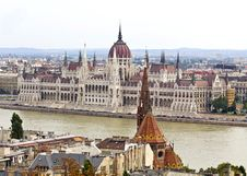 Free Hungarian Parliament Royalty Free Stock Photo - 28936605
