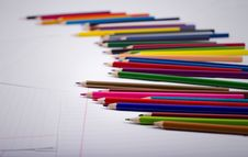 Free Color Pencils Are Randomly Scattered Royalty Free Stock Images - 28943779