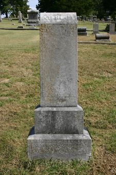 Free Tall Upright Old Tombstone At Rest Royalty Free Stock Photos - 28947678