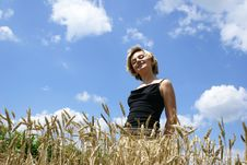 Free The Girl In A Field Royalty Free Stock Photos - 2900308