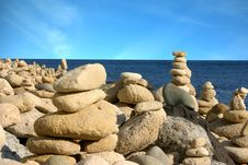 Free Balanced Stones Royalty Free Stock Image - 2903176