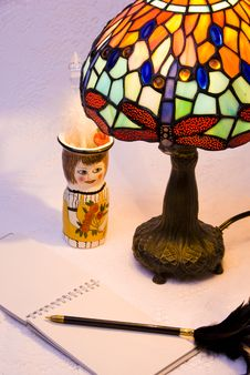 Free Lamp, Pencil Holder And Pad Royalty Free Stock Photos - 2908368