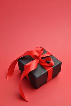 Free Black Box Romantic Gift With Red Ribbon, Vertical With Copy Space. Royalty Free Stock Photography - 29013487