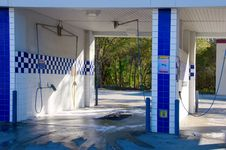 Free Self Serve Car Wash Stock Photography - 29017012