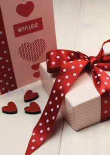 Free Love Theme Ft Card With Pink Gift And Red Polka Dot Ribbon And Hearts. Vertical. Stock Photography - 29018332
