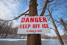 Free Danger Sign Royalty Free Stock Photography - 29018707