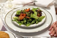 Free Tossed Green Salad, Fine China, White Table Cloth Stock Photography - 29036072