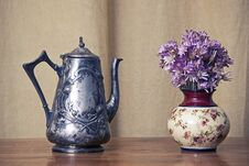 Free Grugy Kettle On Table Royalty Free Stock Photography - 29037347